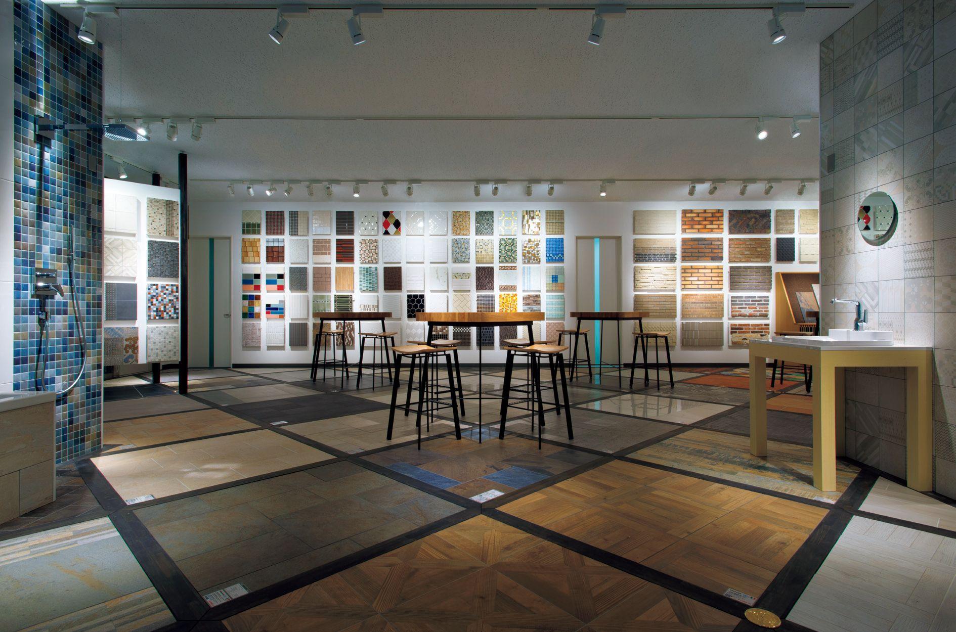 壁材で部屋の印象がすべて決まる!色柄の確認を必須に【ショールーム対決】 画像