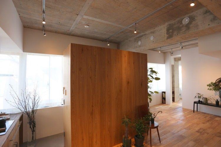 vol.17【リノベ|インタビュー】原宿×SOHO×大空間/84㎡。空viewをシェアする超オープンキッチン