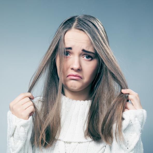 寒くなる時期は不安…髪が静電気でボサボサになるのはどのように防ぐ?
