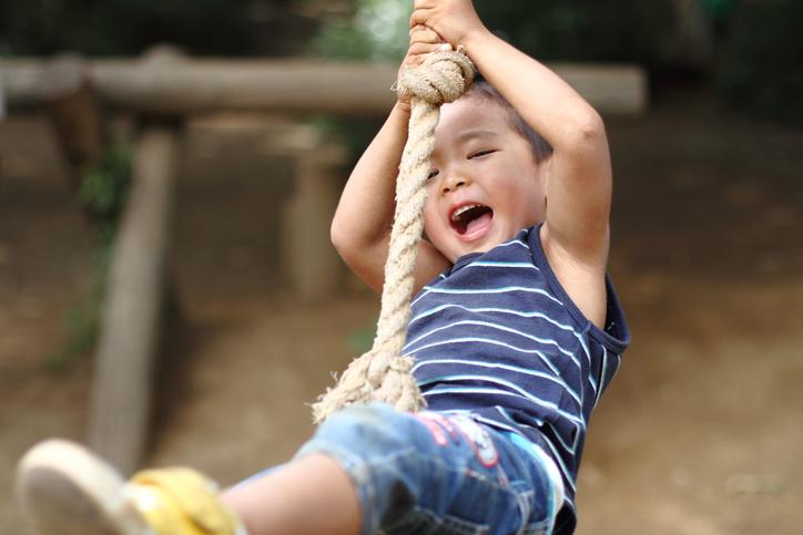 関東エリアのトランポリンやターザンロープなどの大型遊具がある公園