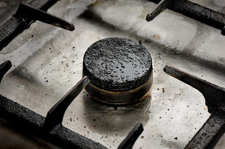 長年放置したガスコンロの焦げとサヨナラ!部位別の掃除方法