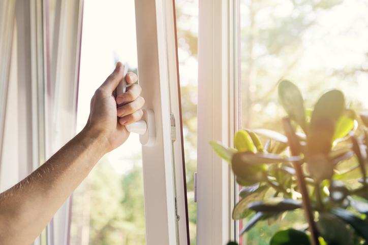 内側と外側で汚れが違う!それぞれに合った窓掃除術