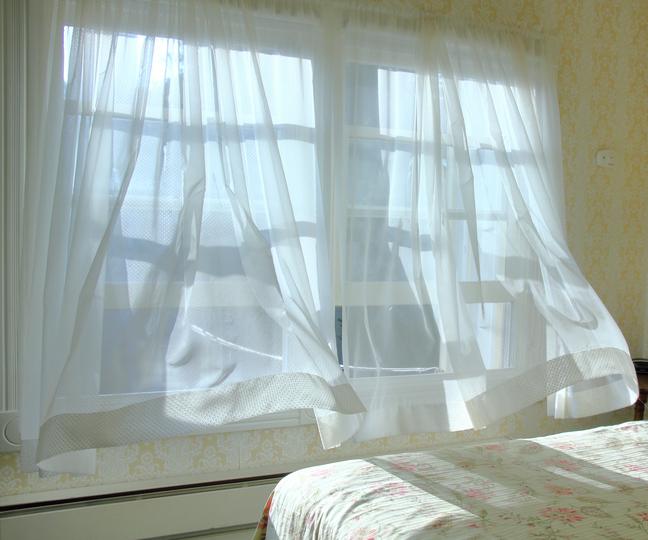 年に1回はカーテンの洗濯を!長持ち度が変わるお手入れ方法