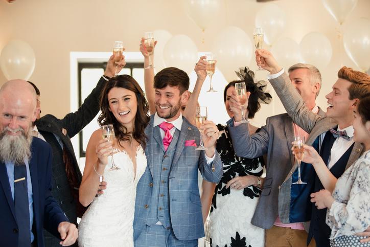 大人かわいい印象を与えよう!おすすめの結婚式コーデ 画像