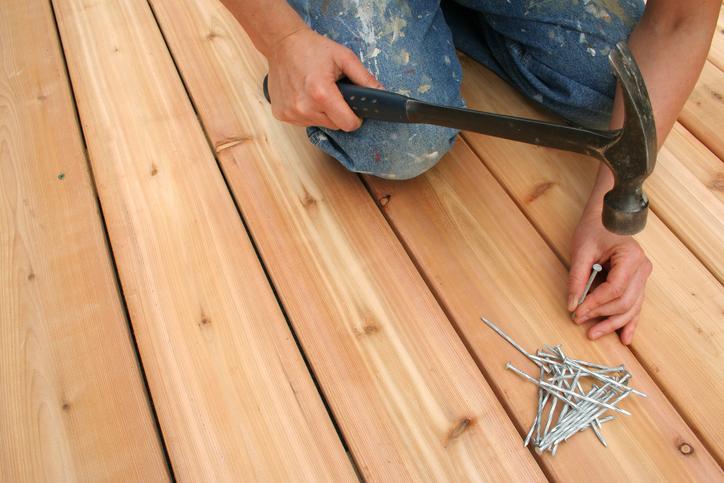 DIYで庭にウッドデッキを増設したい!かかる費用は?