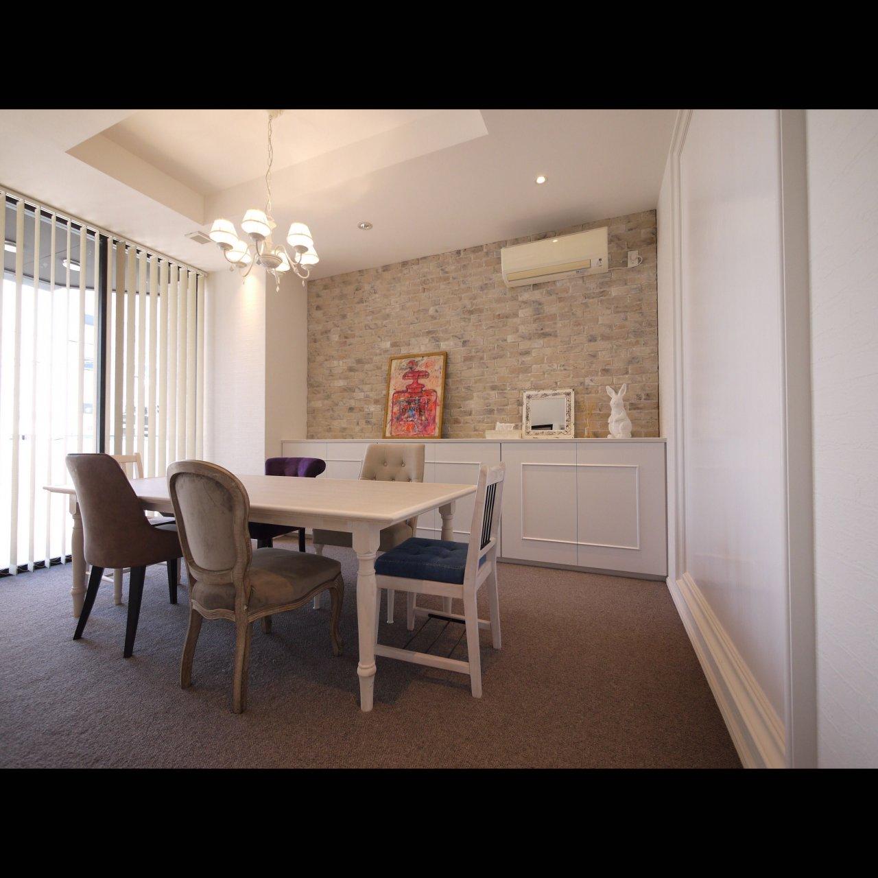 リノベ不動産|General Act Design ショールーム5 お打ち合わせやセミナーに使用する個室は可愛らしい雰囲気です
