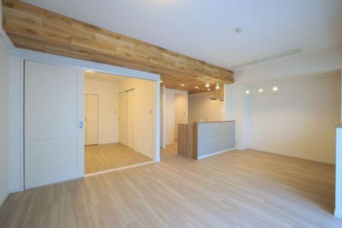 ヴェルナード大倉山参番館 【LDK】約17.1帖洋室と繋げてリビングを広くお使いいただけます。