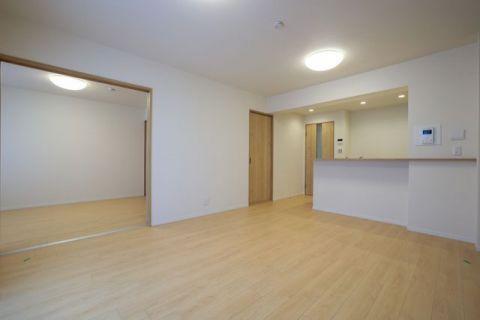 グランベルク二子玉川 【LDK】約14.0帖隣の洋室と繋げてリビングを広くお使いいただけます。リビングには床暖房が備わっています