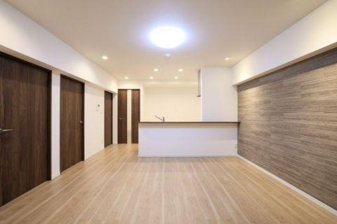 ニュー赤坂コーポラス 【LDK】約14.8帖全居室新規エアコン設置!壁面にはおしゃれさと機能性を兼ね備えたエコカラットを使用。