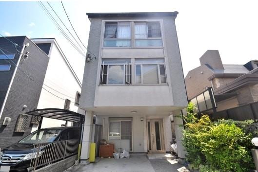 2階・3階ともに広々とした窓のあるお家です。