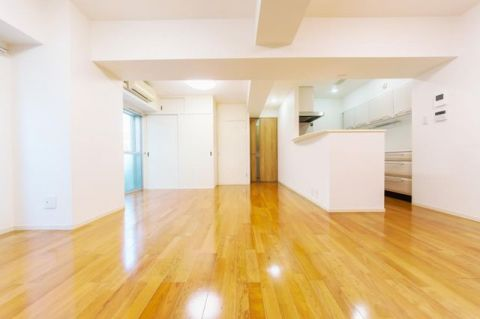「LDK」全室バルコニーに面する通風良好な角住戸