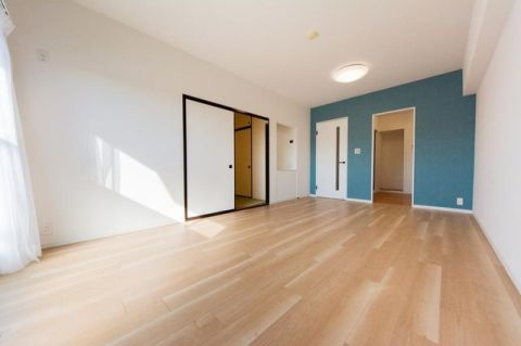 「LDK」約13.3帖 家具の配置がしやすい縦長リビング