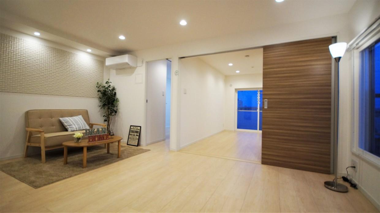【リビング】角部屋なので、窓がたくさんあり明るいお部屋です!