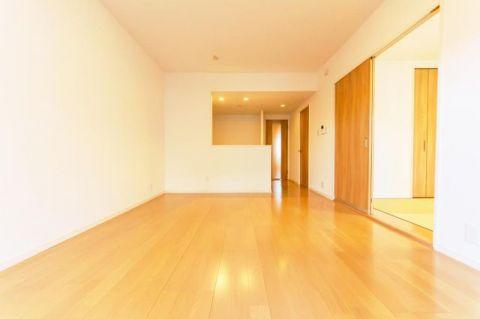 本厚木パーク・ファミリア 「LDK」約13.0帖 家具の配置しやすい縦長リビング