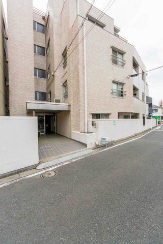 「外観写真」横浜駅より徒歩圏の好立地。近隣には商業施設が多数