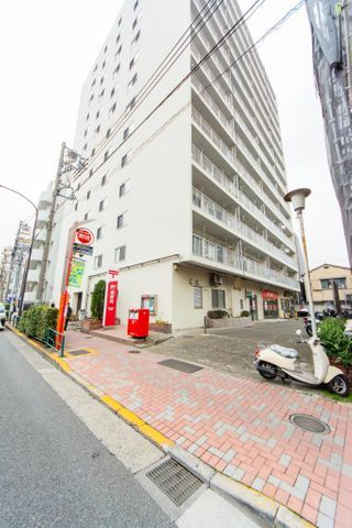 藤和方南町コープ 「外観写真」生活に便利な駅まで徒歩1分の好立地。ペットと暮ら