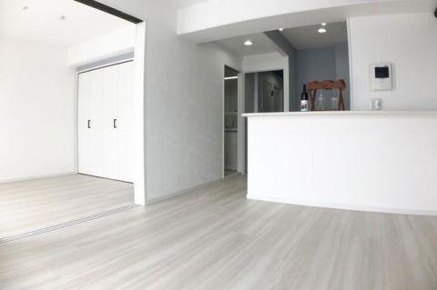 グランパーク深沢 「LDK」約10.5帖 白を基調とした明るい居住空間
