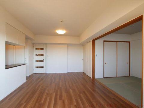 リビング横の和室は客間としても居間としても使いやすい仕様です