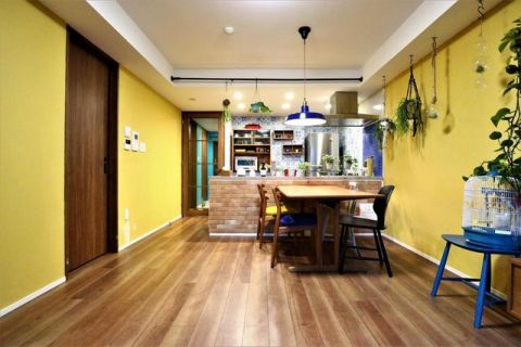 クリオ小杉陣屋町 「LDK」約13.3帖DIYでペイントされた壁が鮮やかで魅力