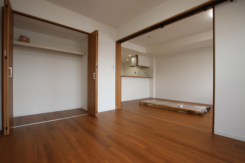 約12.3帖のLDKは可動間仕切りを開けて、隣の居室と合わせ