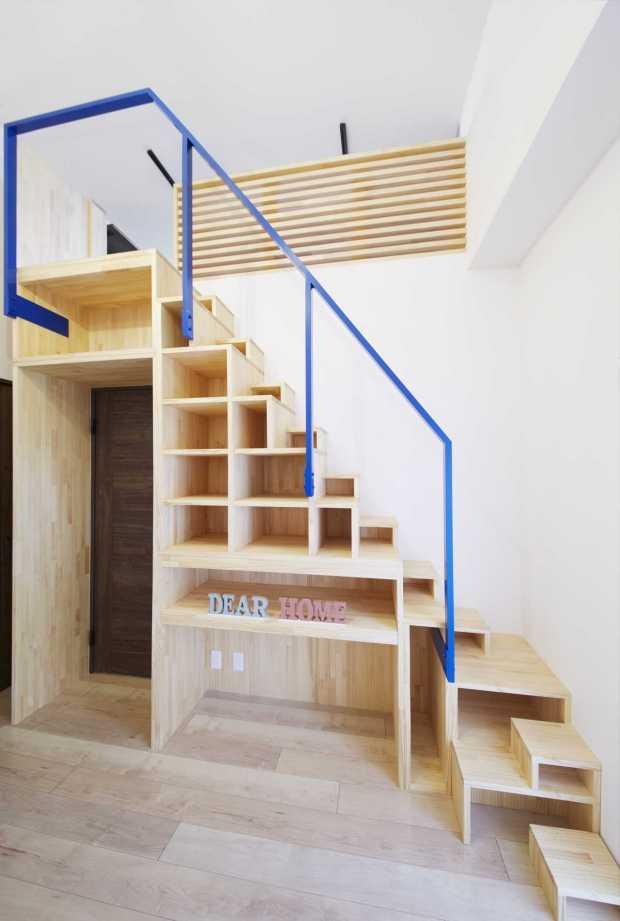 『秘密基地へと続く階段のあるお家』