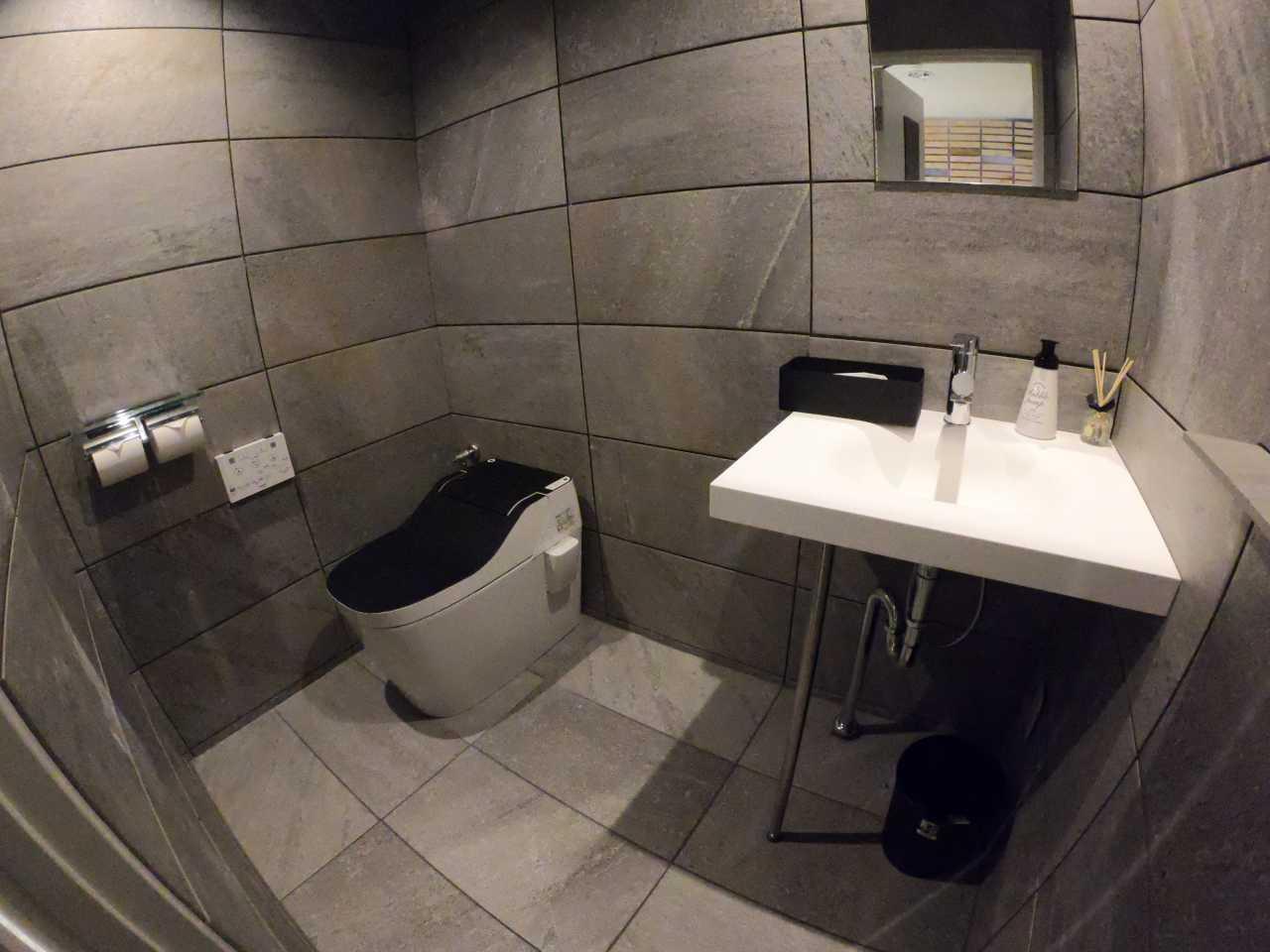 トイレ・入り口扉リノベーション♪