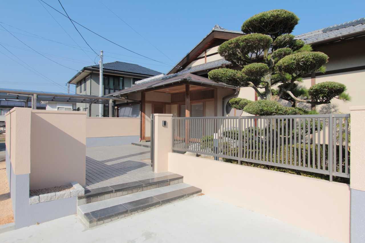 和風庭園が美しい二世帯同居可能な平家