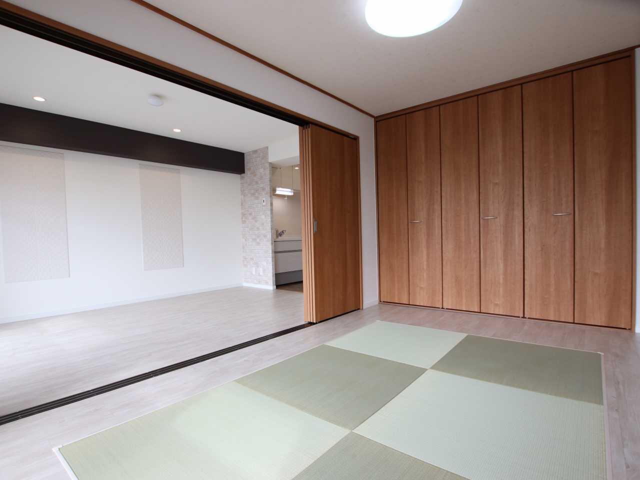 フローリングの部屋を洋風の和室にリフォームしました