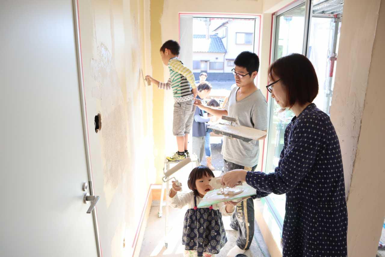 家族みんなで塗った塗り壁
