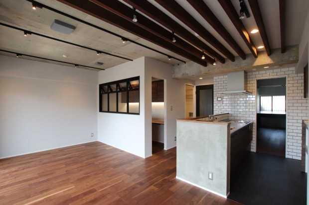 【さいたま市北区】天井のルーバーが印象的なLDK