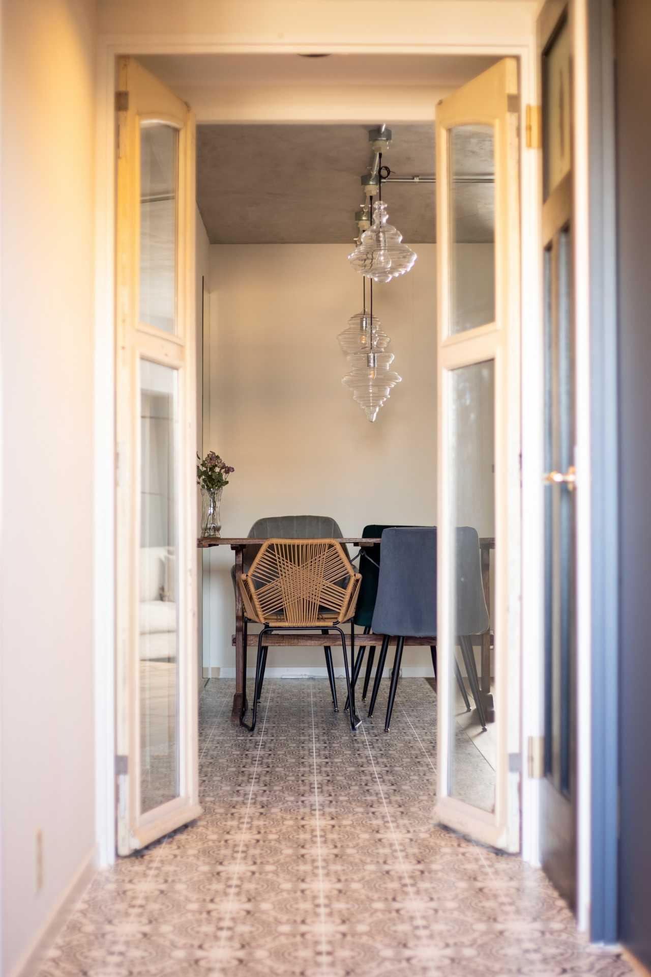 アンティークの両開きの室内ドア