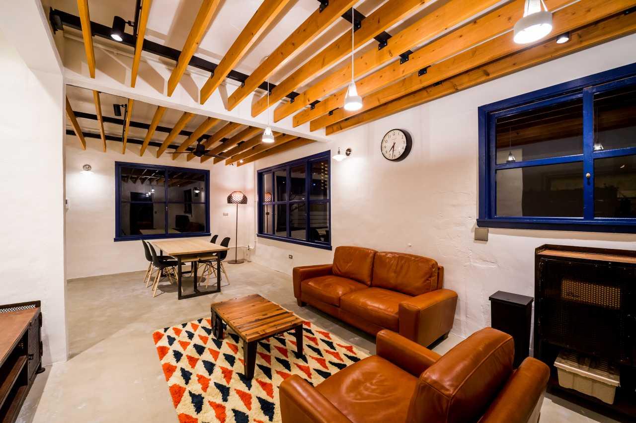全体的に土間で、外人住宅らしく土足で生活できるようにデザインしています。